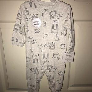 Brand new onesie size 6-9 months